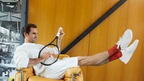 Federer đang cân nhắc đến sự nghiệp thi đấu, nhưng vừa đưa ra nhãn hiệu giày sneaker do chính anh thiết kế