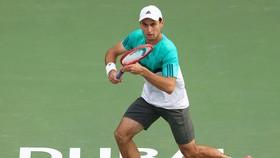 Tay vợt Aslan Karatsev.