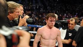 Hình ảnh buồn nản của Canelo sau trận thua Mayweather hồi 8 năm về trước
