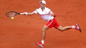 """Djokovic đang chơi rất tốt """"trò chơi tâm lý"""" của mình"""