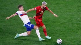 Tuyển Nga (áo trắng) chỉ là đội bóng tầm thường khi đấu với người Bỉ