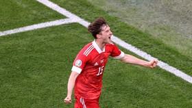 Miranchuk ăn mừng chiến thắng