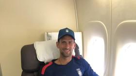 Djokovic trên chuyến bay đến Tokyo