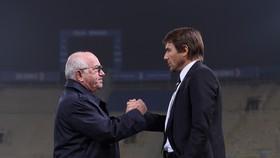 Antonio Conte sẽ phải nhớ ơn Chủ tịch FIGC Carlo Tavecchio, bởi Azzurri là bệ phóng đưa ông đến Chelsea. Ảnh: Getty Images.