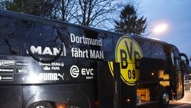 Chiếc xe bus của Dortmund  sau vụ nổ. Ảnh Getty Images.