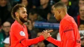 PSG thắng to vẫn lo 4-4-2