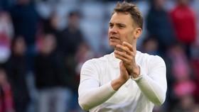 Manuel Neuer tính chuyện rời Bayern Munich, Chelsea giang rộng vòng tay