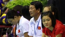 HLV Trần Văn Thư (giữa) đang có trong tay nhiều cầu thủ chất lượng nên quyết tâm tìm vé dự vòng chung kết. Ảnh: THIÊN HOÀNG