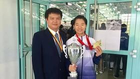 HLV Nguyễn Tùng Dương và VĐV Nguyễn Thị Ngoan rất kỳ vọng có được 1 tấm HCV như từng đạt tại Đức năm ngoái. Ảnh: karatedoVN