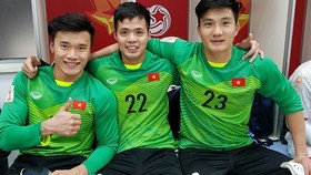 Bùi Tiến Dũng (ngoài cùng bên trái) và các thủ môn của U23 Việt Nam tại giải U23 châu Á 2018. Nguồn: FB B.T.DŨNG