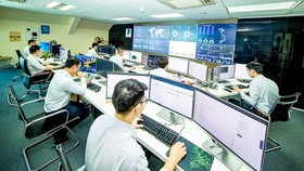 SOC (Security Operation Center) by VNPT is monitoring the cyber security status. (Photo: SGGP)
