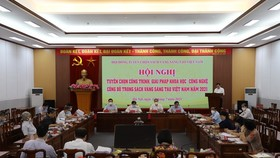 The Judge Board of the Vietnam Yellow Book of Innovation is holding a meeting to select the outstanding projects