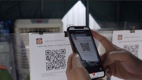 A QR code on a chip-based citizen ID card displays 7 essential information fields.