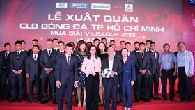 Lãnh đạo TPHCM trong buổi lễ xuất quân CLB bóng đá TPHCM mùa giải V_League 2018. ẢNH: DŨNG PHƯƠNG
