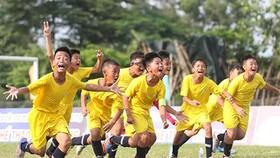 U 11 Vũng Tàu với niềm vui chiến thắng trong trận chung kết. Ảnh: Dũng Phương