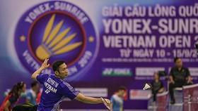 Tay vợt số 1 Việt Nam Nguyễn Tiến Minh thắng nhanh Thomas Rouxel (Pháp) với tỷ số 2-0 ở ngày thi đấu đầu tiên. Ảnh: Dũng Phương