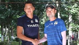 HLV Lee Tae-hoon và cầu thủ Anh Đức tại đại bản danh HAGL. Ảnh: MINH TRẦN