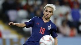 Chanathip chia tay tuyển Thái Lan vào giờ chót
