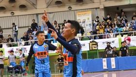 Minh Trí và Thái Huy có trận khởi đầu ấn tượng tại Nhật Bản.