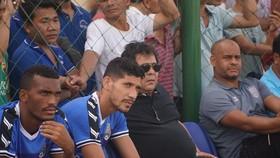 HLV Oliveira (đeo kính). Ảnh: BFC