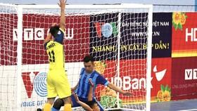 Cao Bằng có trận đấu khó khăn trước Vietfootball. Ảnh: Anh Trần