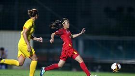 Huỳnh Như đóng vai người hùng trong chiến thắng của TPHCM ở vòng bán kết. Ảnh: VFF
