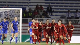 Hải Yến (12) trong niềm vui sau khi ghi bàn thắng vào lưới Thái Lan trong trận chung kết SEA Games 30