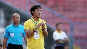 HLV Nguyễn Thành Công chia tay CLB Thanh Hóa vào giữa mùa bóng. Ảnh: THFC