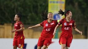 Huỳnh Như và các đồng đội thẳng tiến ở ngôi đầu bảng. Ảnh: MINH HOÀNG