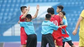 Niềm vui của các cầu thủ Becamex Bình Dương sau khi ghi bàn thứ 3. Ảnh: THANH ĐÌNH