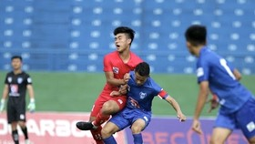 PVF (áo đỏ) vượt qua Quảng Nam để lấy vé vào bán kết. Ảnh: ANH KHOA