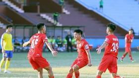 Niềm vui chiến thắng của cầu thủ Phú Thọ