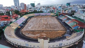 Sân Quy Nhơn đang được sửa chữa