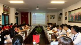 Đại diện các đội tham dự buổi họp sáng 15-3