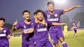 Niềm vui của các cầu thủ B.BD sau chiến thắng trước SLNA