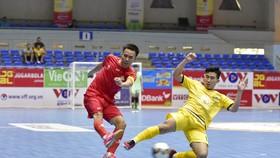 Quảng Nam (áo vàng) ngược dòng giành chiến thắng trước Cao Bằng