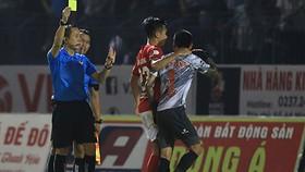 Thanh Thắng nhận thẻ vàng sau trận đấu vì hành vi tấn công trợ lý trọng tài