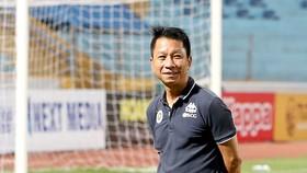 HLV Văn Sỹ Sơn trở thành nhà cầm quân thứ 3 tại giải hạng Nhất năm nay mất ghế