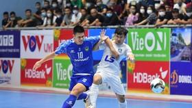 Sahako (áo trắng) vô địch lượt đi sau khi hòa 0-0 trước Thái Sơn Nam