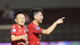 Lee Nguyễn tỏa sáng trong chiến thắng của CLB TPHCM. Ảnh: DŨNG PHƯƠNG