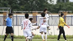 Niềm vui của Hải Yến sau bàn thắng thứ 2 cho Hà Nội 1. Ảnh: MINH HOÀNG
