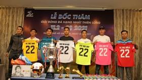 Đại diện các đội tham dự chụp hình lưu niệm cùng nhà tài trợ trang phục thi đấu là nhãn hàng MASU. Ảnh: DŨNG PHƯƠNG