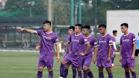 Đội U22 Việt Nam trên sân tập chiều 12-5. Ảnh: MINH HOÀNG