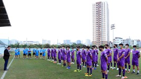 Phó Chủ tịch thường trực LĐBĐVN Trần Quốc Tuấn đã trân trọng đọc nguyên văn lá thư của Chủ tịch nước Nguyễn Xuân Phúc gửi tới Đội tuyển quốc gia