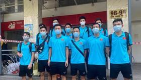 Đội tuyển futsal rời khách sạn cách ly vào ngày 17-6. Ảnh: QUỐC AN