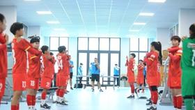 Đội tuyển trong buổi tập đầu tiên vào sáng 18-7