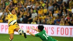 Thủ môn Kim Thanh trong cuộc so tài giữa đội tuyển Việt Nam và Australia