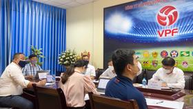 Cuộc họp trực tuyến mới đây giữa lãnh đạo VFF, VPF cùng đại diện 27 CLB