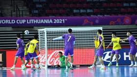 Buổi tập của đội tuyển Việt Nam trên sân Klaipeda Arena vào tối 11-9