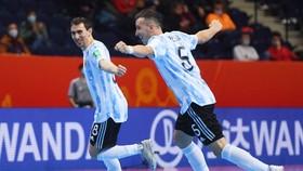 Argentina thực hiện cuộc lội ngược dòng ngoạn mục trước Paraguay